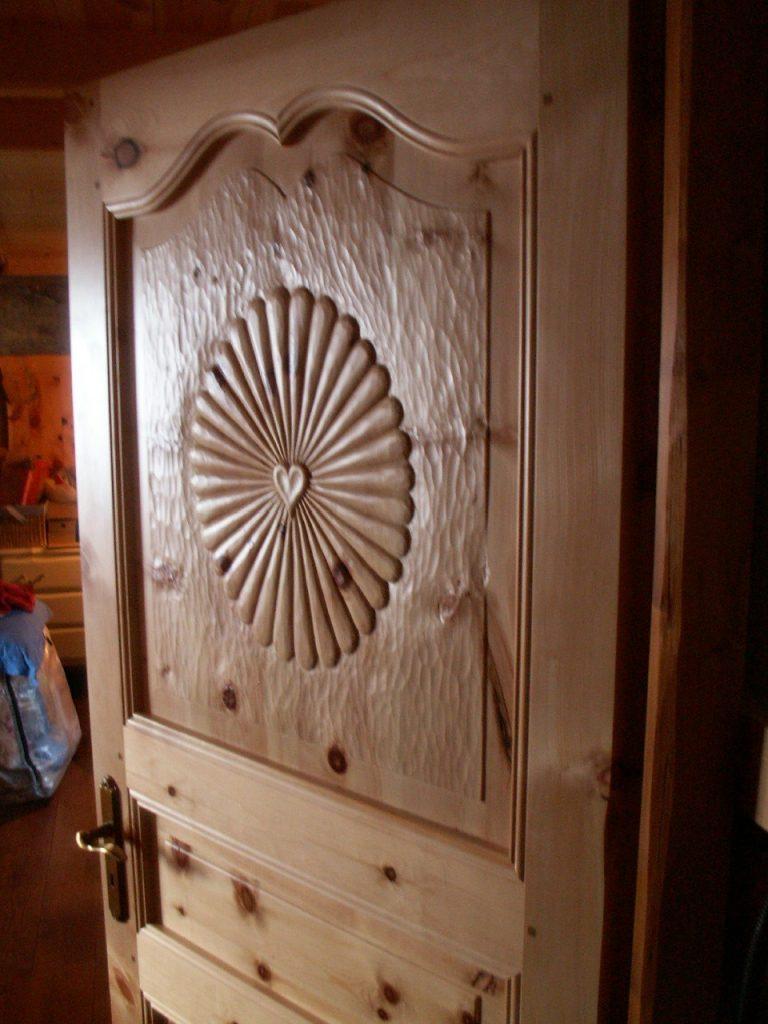 porte intérieur sculptée en arolle