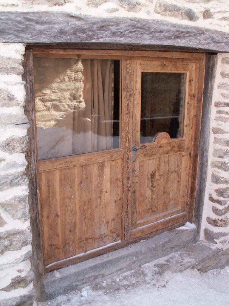 porte entrée en vieux bois